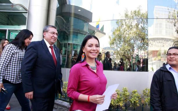 Diana Atamaint no irá a juicio político en el Legislativo