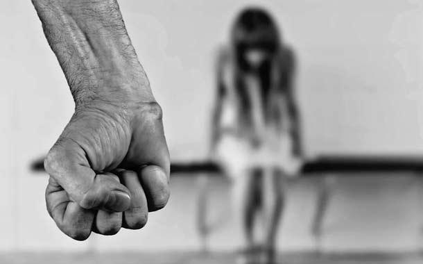 Una argentina denuncia a su padre por violarla y tener con ella cuatro hijos