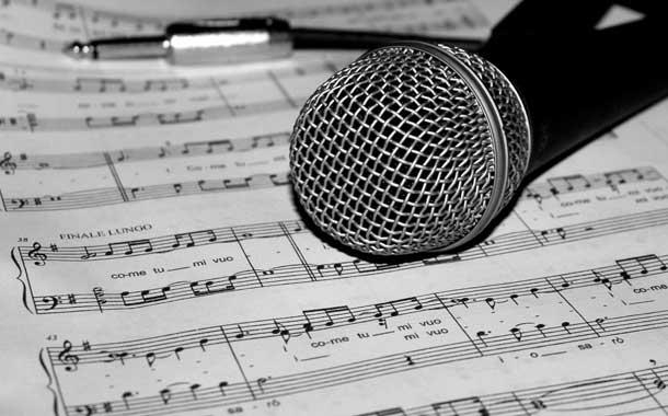 Joven recibió una mala noticia en pleno programa de canto