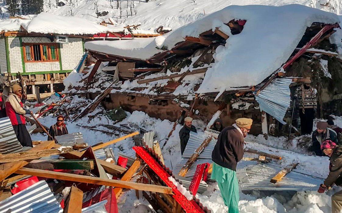 Nevadas y avalanchas afectan a Pakistán