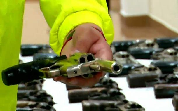 Empresas de seguridad entregan armas a la Policía Nacional