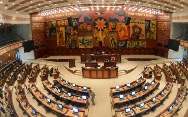 Asambleístas piden resolución por abandono del cargo de correístas