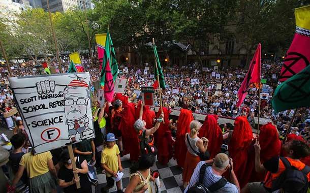 Miles de australianos piden dimisión del primer ministro por los incendios forestales