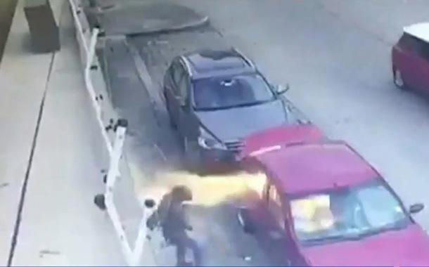 Queman un vehículo en la Alborada