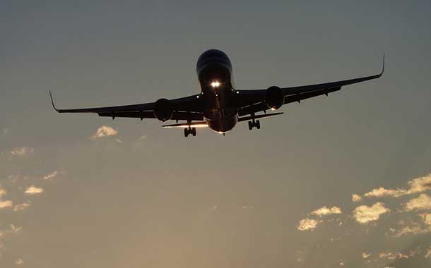 Aerolíneas desvían vuelos sobre Irán e Irak tras advertencia de EE.UU.
