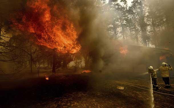Tres bomberos estadounidenses mueren en Australia tras estrellarse el avión cisterna con el que combatían los incendios