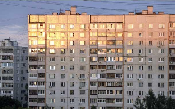 Mujer cae desde un noveno piso en Rusia (VIDEO)