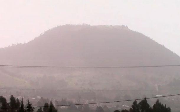 Ceniza volcánica cubre extensas zonas de Riobamba