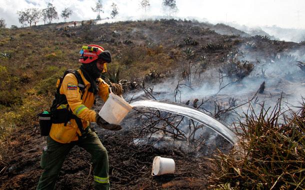 Bomberos anuncian que el incendio del cerro Casitagua está controlado