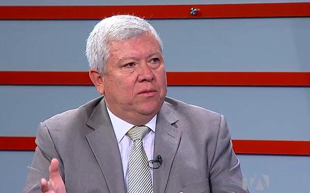 Fausto Ortiz analiza la coyuntura económica del Ecuador
