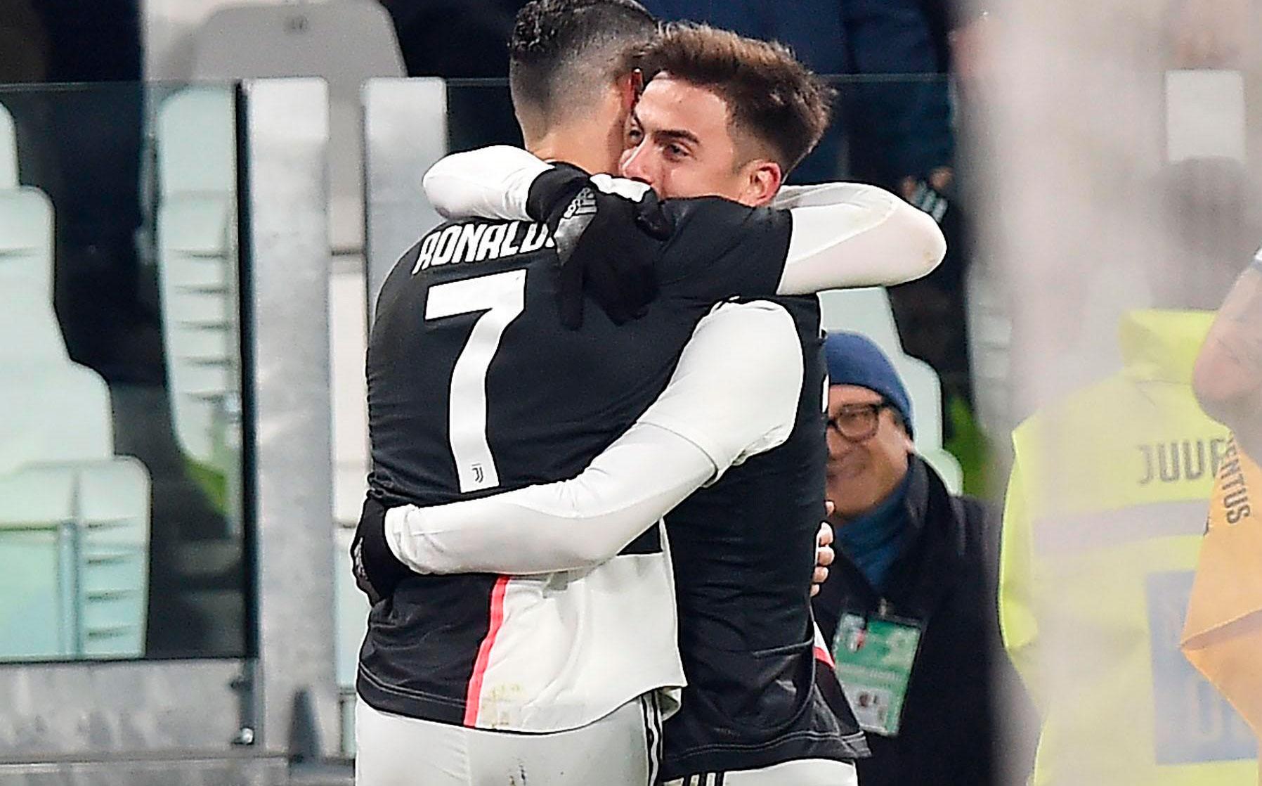 El beso por accidente entre Cristiano Ronaldo y Dybala se viralizó
