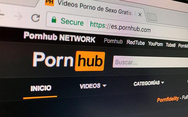Un hombre sordo demanda al sitio Pornhub por no tener subtítulos