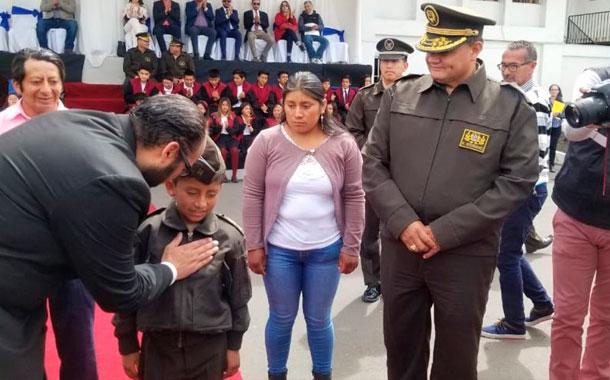 Niño de 10 años fue homenajeado por rescatar a sus compañeros