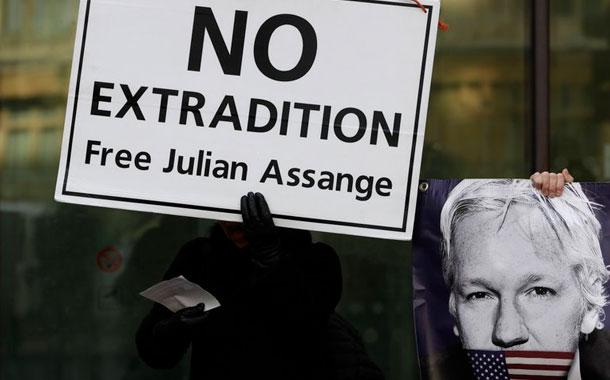 Julian Assange resiste extradición a EE.UU.