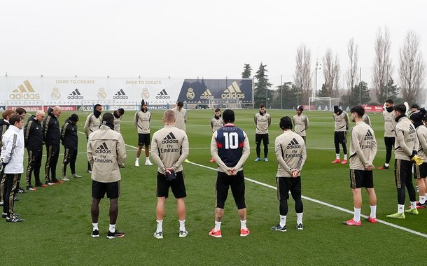 Real Madrid rinde un minuto de silencio en honor a Kobe Bryant