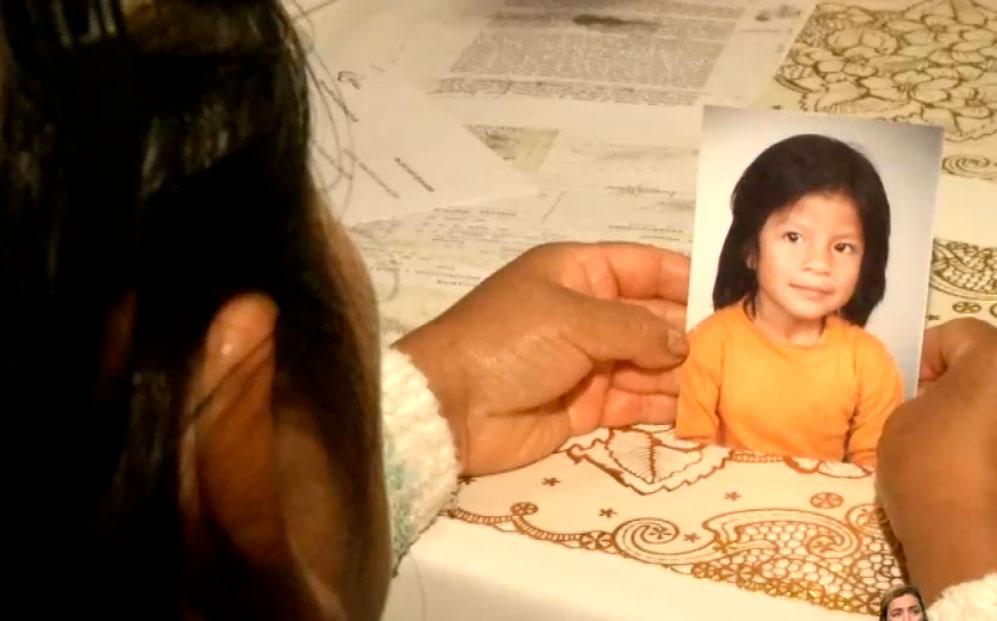 Madre desesperada busca a  su hija desaparecida