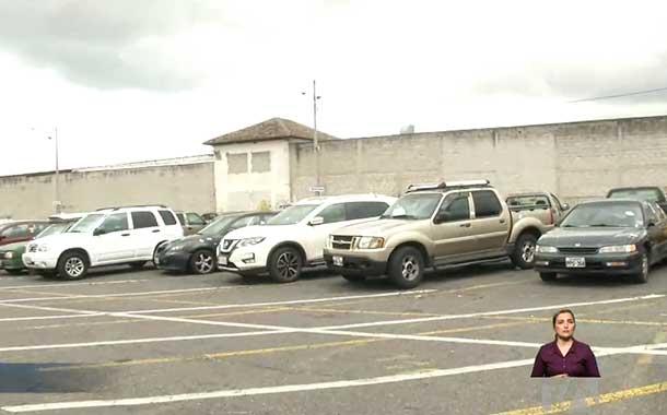 Accesorios de vehículos y una moto fueron robados de patios de retención