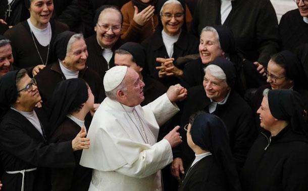 Designan mujer a puesto jerárquico en el Vaticano