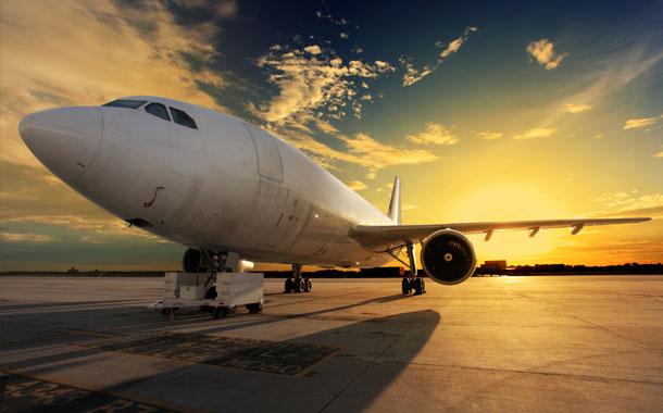 Un niño fue hallado muerto en el tren de aterrizaje de un avión