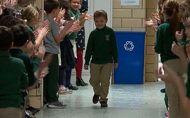 El conmovedor recibimiento a un niño de 6 años tras haber superado al cáncer