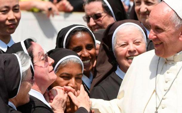 El gesto del Papa Francisco  luego de bromear con una monja