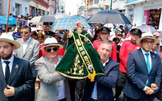 Pase del Niño Rey de Reyes congrega a miles de fieles en Riobamba