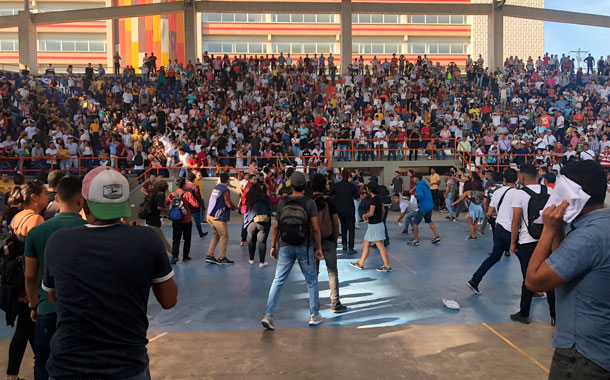 Una 'batalla campal' se registró en la asamblea de una Universidad Colombiana