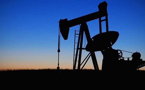 El precio del petróleo fluctúa debido al conflicto entre Estados Unidos e Irán