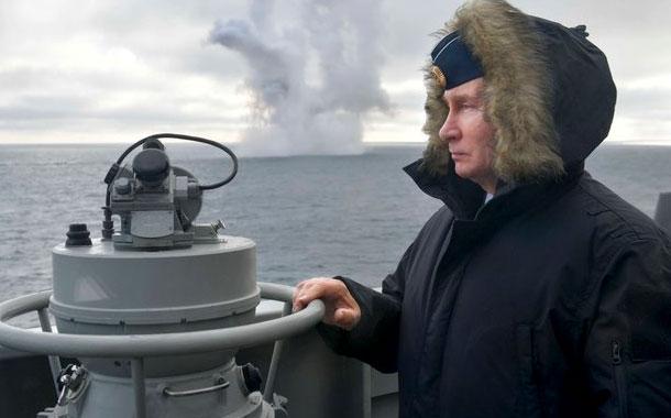 Putin asiste a lanzamientos de misiles al Mar Negro