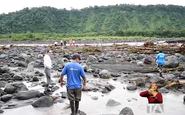 Ejecutan acciones para desplazar a familias por desbordamiento río Upano