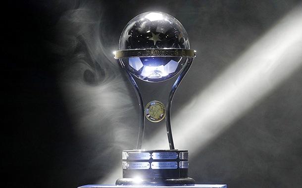 La copa Sudamericana la lleva a todas partes