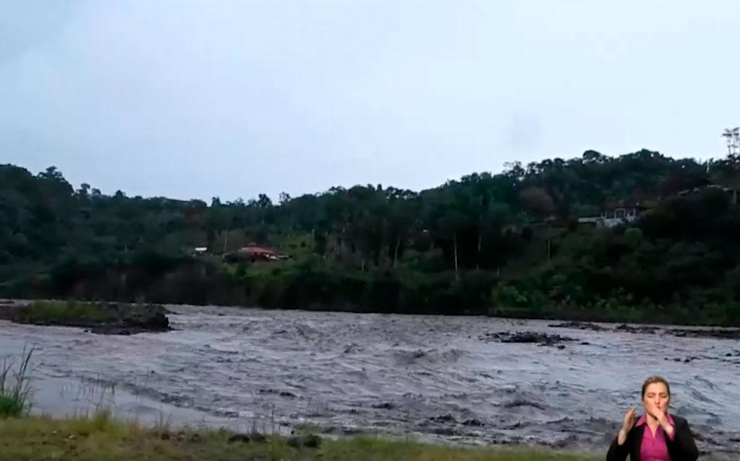 Material volcánico del Sangay afecta al río Upano
