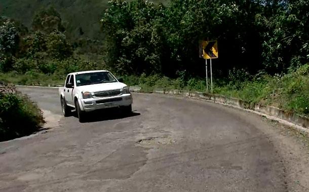 Ciudadanos denuncian malas condiciones en la vía Quito - Nono