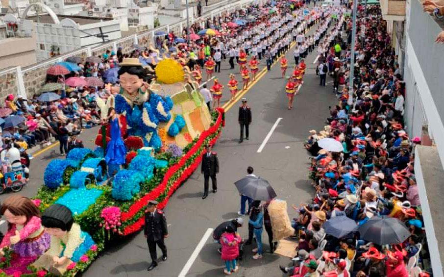 Fiesta y color en el tradicional carnaval de Ambato