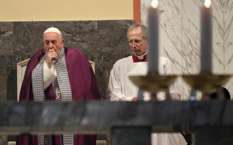 El papa continúa resfriado y suspende de nuevo una audiencia