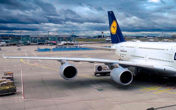 Aerolínea peruana es sancionada por cancelar sus vuelos