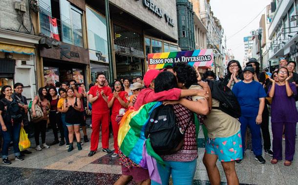 """""""Besos por la Diversidad"""" para rechazar la discriminación"""