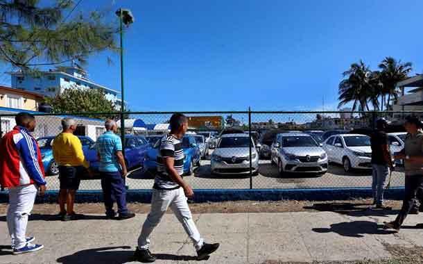 Estado cubano ya vende autos de segunda mano a particulares