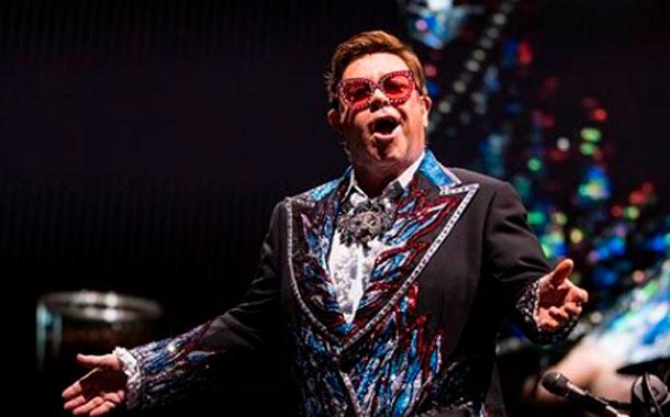 Elton John cancela su concierto entre lágrimas