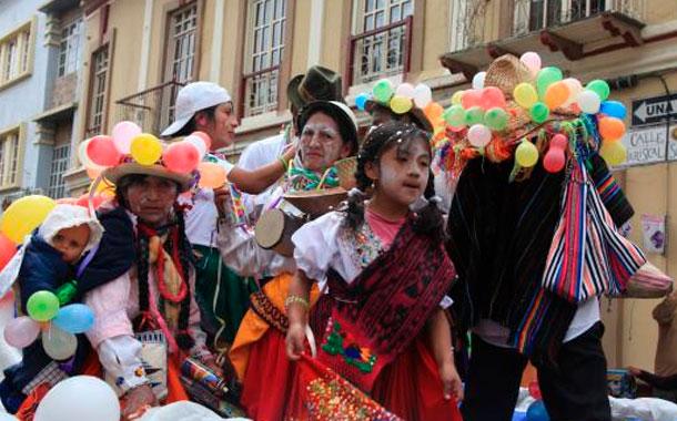 El jueves de compadres abrió los carnavales en Cuenca