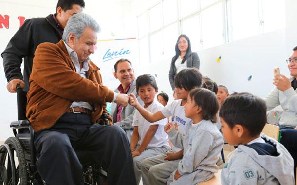 Autoridades del gobierno reabrieron la escuela Manuel del Pino