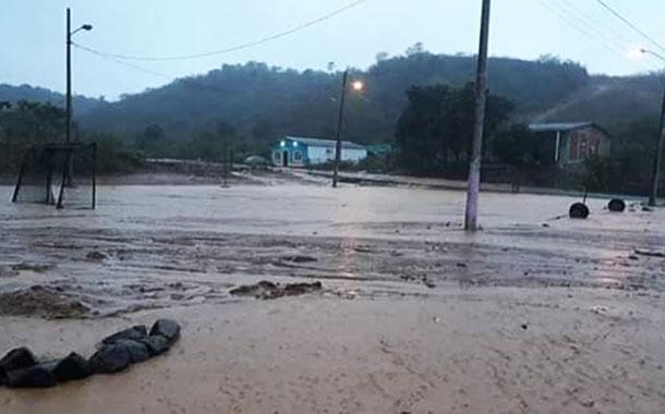 Afectaciones en zona rural por desbordamiento de un río en Manabí