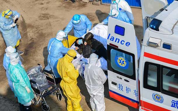 China eleva a 563 los muertos entre los 28 018 infectados de coronavirus