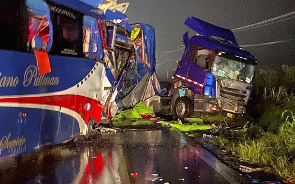 Ocho fallecidos y 30 heridos en un accidente de tránsito