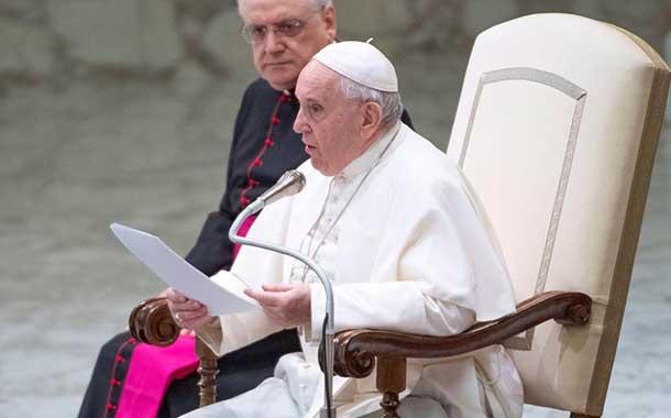 El papa Francisco cierra la posibilidad de ordenar sacerdotes a hombres casados