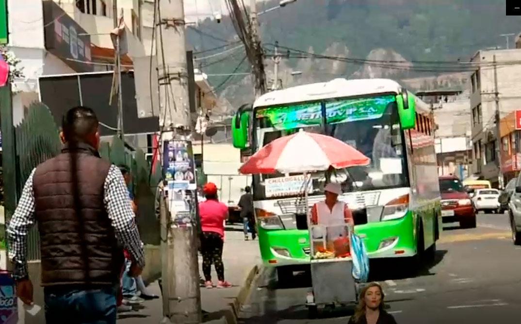 Molestia en Cumbayá por falta de paradas para tomar buses