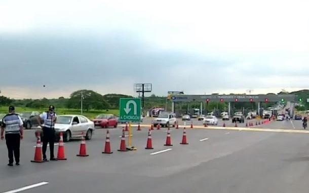 Fueron habilitadas casetas de peaje hacia Guayaquil