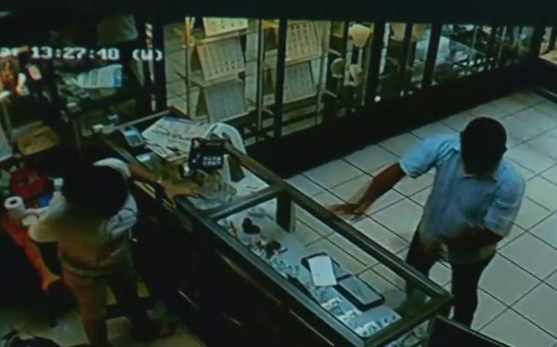 Violento asalto a una joyería queda registrado en video