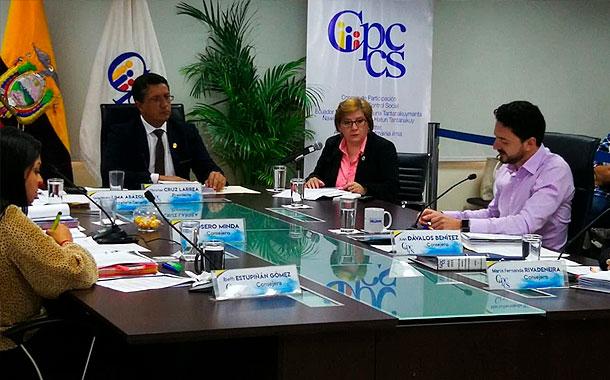 El pleno del CPCCS recibió a superintendenta de Bancos Ruth Arregui