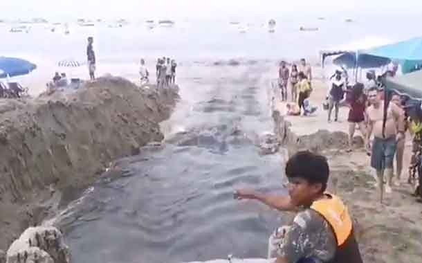 Salinas protesta tras desfogue de agua contaminada en playa